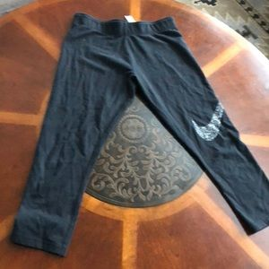 EUC Nike cropped training pants for junior size L
